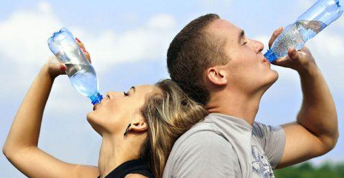 7 kostråd - Drick vatten (1,5-2 liter om dagen)